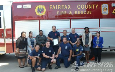 Volunteers Deliver Home-Made Meals to Firefighters